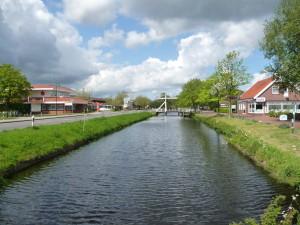 Ein Blick auf das Zentrum von Großefehn und den Kanal